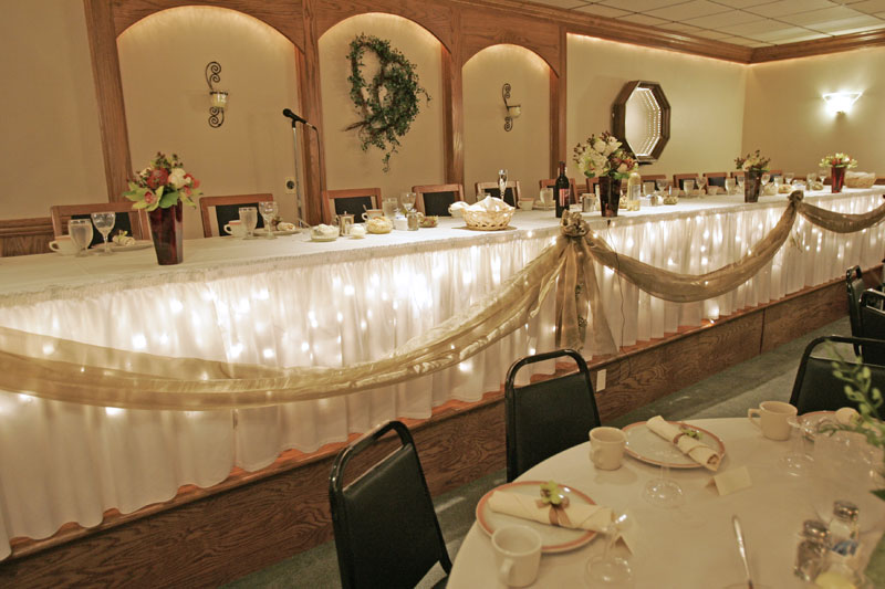 Weddings eddie whipp s dining hall since 1922 for Wedding party table decorations